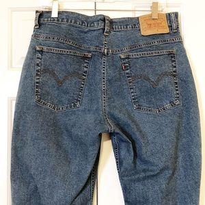 Levi's straight leg hi-rise jeans. Size 16R. EUC